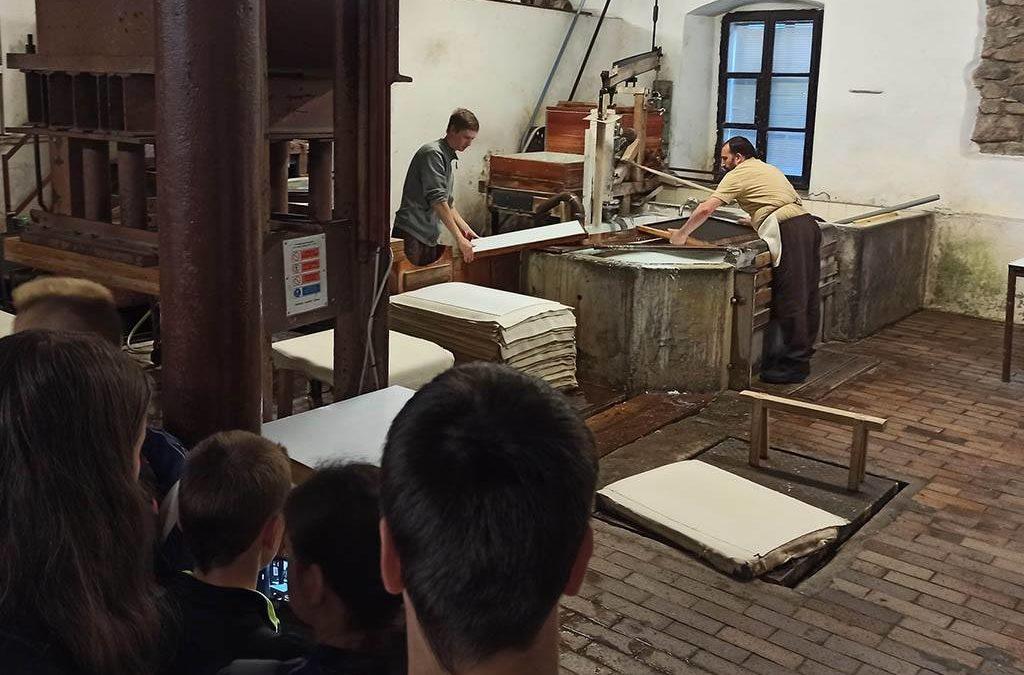 Ruční výroba papíru ve Velkých Losinách